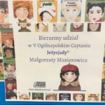 """Plakat promujący """"V Ogólnopolskie Czytanie Jeżycjady"""". Na plakacie widoczne są okładki książek Małgorzaty Musierowicz."""